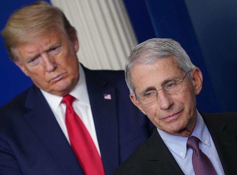 """Trump voltou a criticar Fauci, chamando-o de """"alarmista"""""""