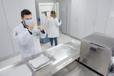 Hospital da Pucrs abre inscrições para voluntários testarem a vacina da Covid-19
