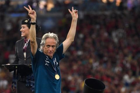 Jorge Jesus se emociona em discurso de despedida e diz que Flamengo é
