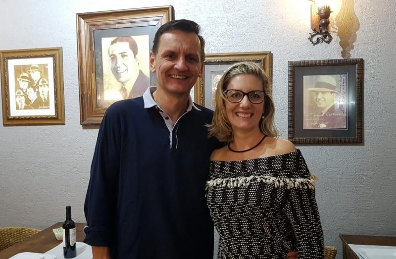 Verardi e Claudia Horbe estiveram na Gardel Parrilla e Pasta, em Rivera, onde foram recebidos por Ernesto Pereira