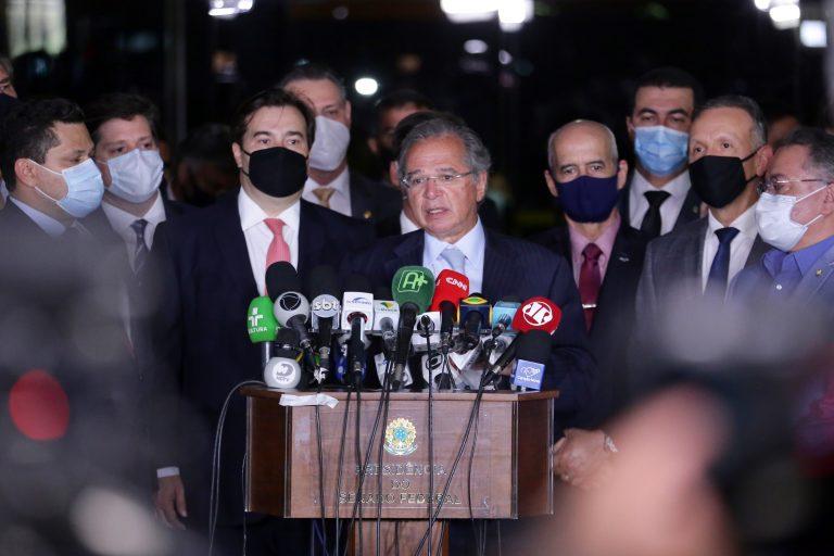 Ministro Paulo Guedes entregou pessoalmente ao Congresso a primeira fase do projeto