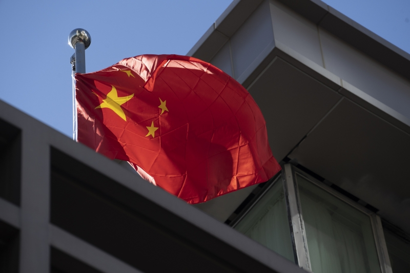 Após acusar hackers chineses de tentarem roubar estudos sobre uma vacina para o novo coronavírus, o governo dos EUA determinou o fechamento do consulado da China em Houston, no Texas, em 72 horas.