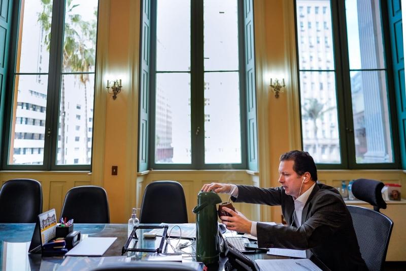 Prefeito de Porto Alegre conversou por mais de uma hora com estabelecimentos de saúde