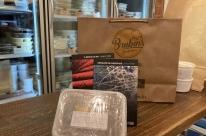 Em época de delivery, kits de alimentos ganham reforço de livros na pandemia