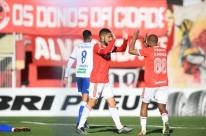 Inter vence o Aimoré por 2 a 0 e pega o Esportivo na semifinal do Gauchão