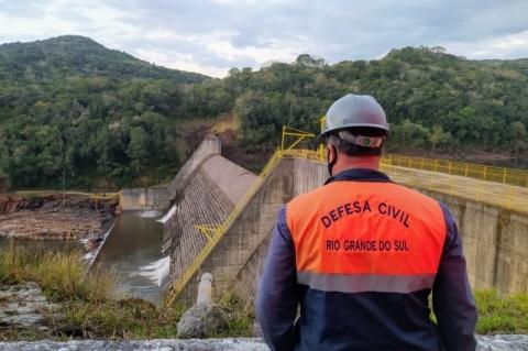 Defesa Civil realiza evacuação próximo a barragem com fissura em São Francisco de Paula