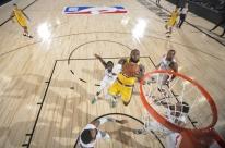 Em jogo emocionante, Lakers batem Clippers no retorno da NBA; Jazz vence Pelicans