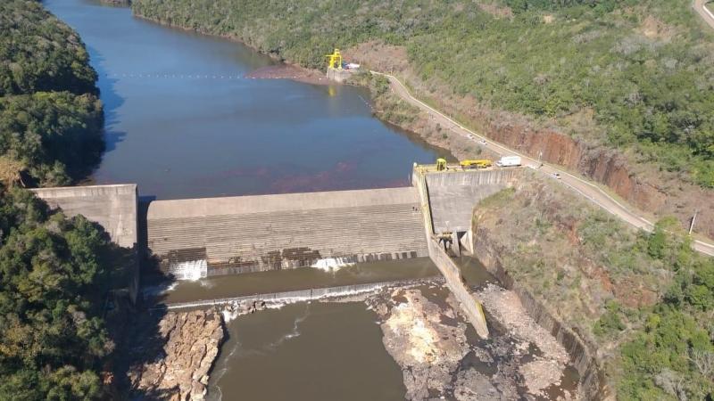 Duas fissuras na estrutura da barragem colocam em risco moradores que vivem ao longo do Rio das Antas