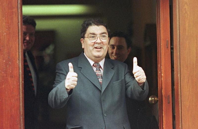 Em 1998, Hume compartilhou o Nobel da Paz com David Trimble, premiê norte-irlandês