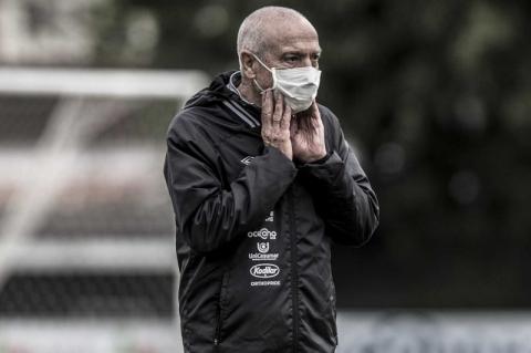 Santos demite Jesualdo e prioriza nome experiente no mercado