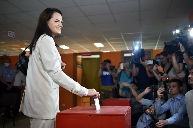 Svetlana Tikhanouskaya, que obteve 9,9% dos votos, afirma que vai provar que houve fraude no pleito