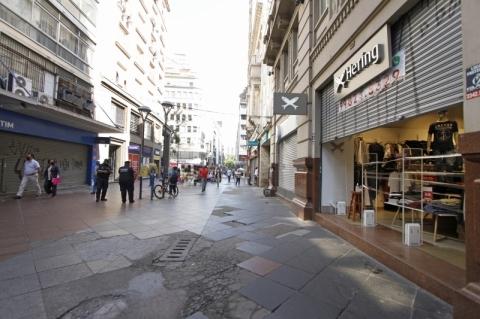 Comércio de Porto Alegre reabre com dia e hora para fechar