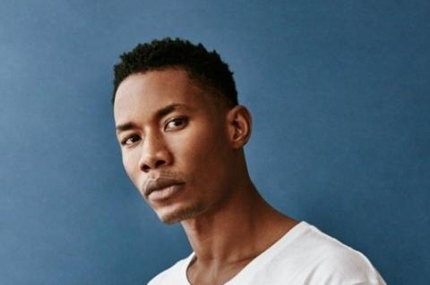 O modelo senegalês Mohamed Deme