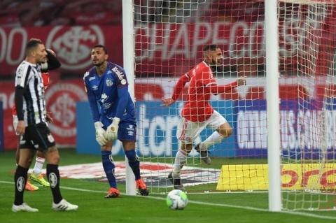 Inter vence o Santos por 2 a 0 e assume a vice-liderança