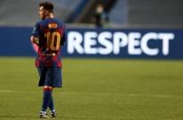 Pai admite chance de Messi ficar no Barça até 2021 para poder sair de graça