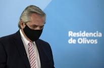 Vacinação na Argentina começará às 9h da terça-feira, diz presidente Fernández