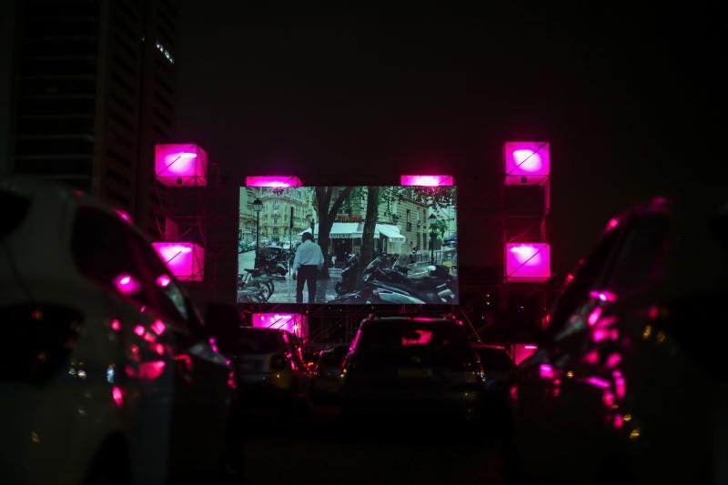 Projeções ao ar livre, com o público acompanhando dos carros, voltou à capital gaúcha em 2020, com a pandemia