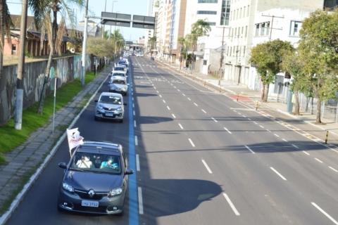 Com restrições da pandemia, bancários de Porto Alegre fazem carreata da campanha salarial