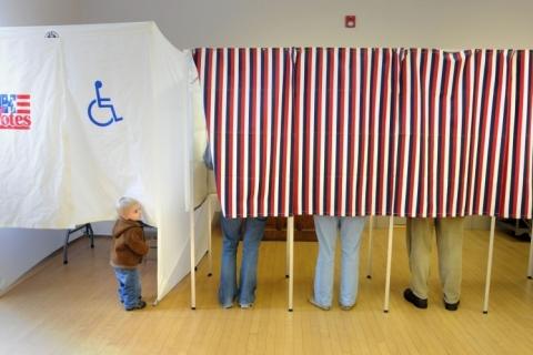 Eleições EUA: Líder da maioria no Senado afirma que 'cédulas enviadas ilegalmente' não devem ser contadas