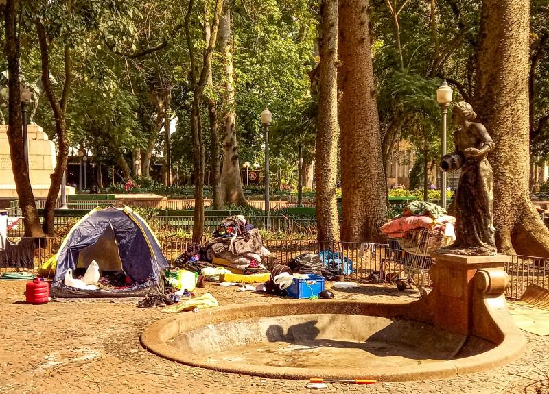 a praça do acampamento