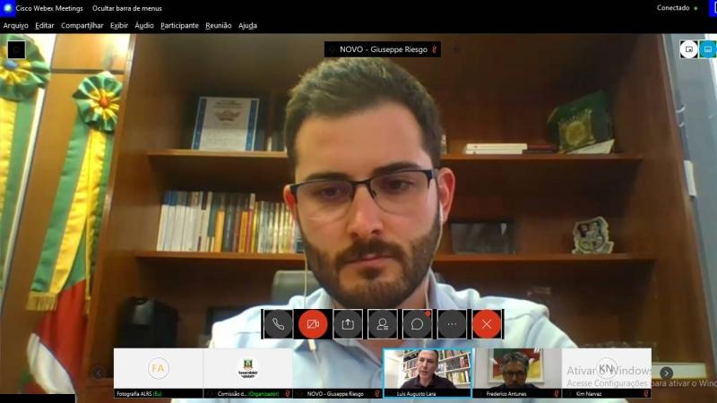 Riesgo relatou a dificuldade de realizar os debates de forma virtual, uma vez que os projetos são complexos