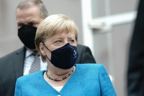 Angela Merkel sugere manutenção de lockdown na Alemanha até abril