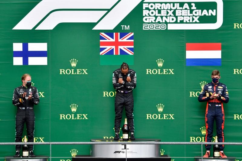 Hamilton homenageou o ator Chadwick Boseman; esta foi a quinta vitória do piloto inglês na temporada
