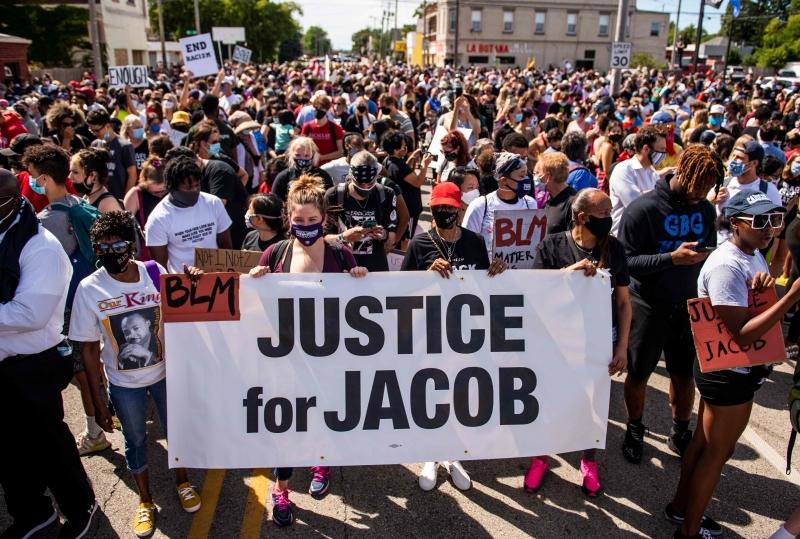 Novas ondas de protestos começaram após Jacob Blake, um homem negro de 29 anos, ser baleado por policiais
