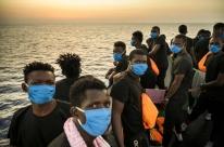 Refugiados resgatados por navio financiado por Banksy irão desembarcar em Palermo