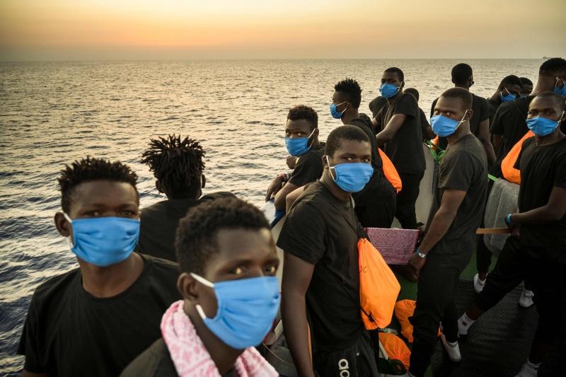Devido à pandemia de Covid-19, imigrantes ficarão em quarentena em uma balsa disponibilizada pelo Ministério do Interior da Itália