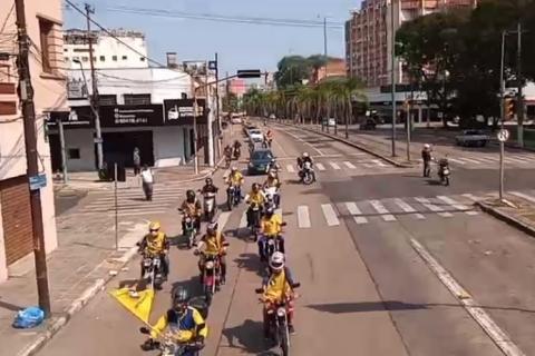 Trabalhadores dos Correios organizam carreata em Porto Alegre