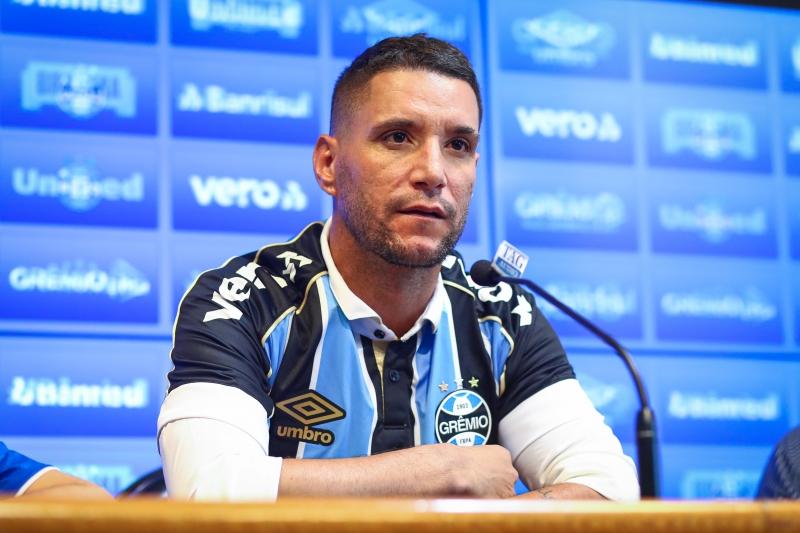 Jogador está livre para atuar em outra equipe e existe a possibilidade de retorno para o Fluminense