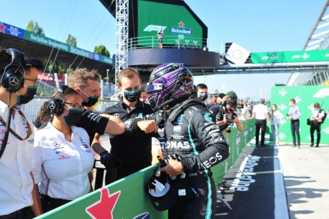 Hamilton faz história, anota volta mais rápida da Fórmula 1 e é pole em Monza
