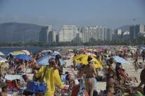 Praias continuam lotadas no Rio no segundo dia do fim de semana prolongado