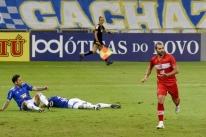 Cruzeiro sai na frente, mas cede empate ao CRB e chega a 6º jogo sem vencer