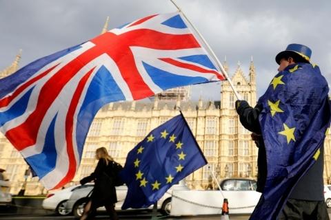 Governo britânico ameaça anular partes do Brexit