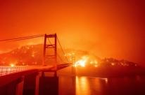 Incêndios florestais na Costa Oeste dos EUA já deixaram sete mortos e rastro de destruição