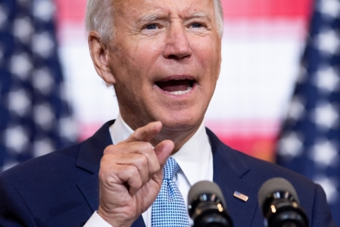 Biden incentiva voto antecipado e a distância