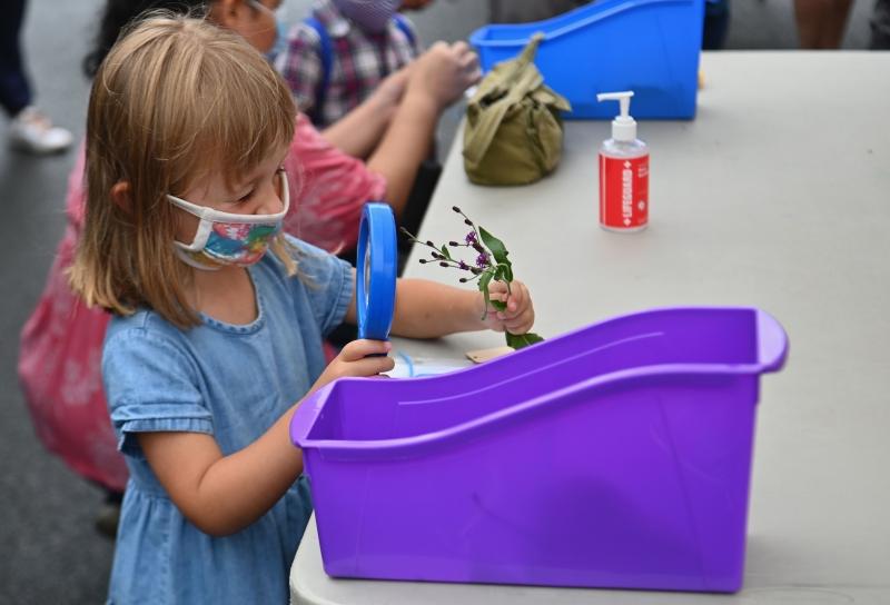 Escolas devem adotar medidas de segurança sanitária, como uso de máscara pelos alunos