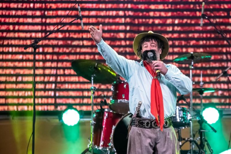 Comediante Cris Pereira retorna ao evento com o stand up Bagual do Gaudêncio
