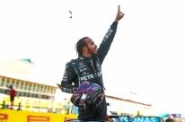 Hamilton supera Bottas e vence GP da Toscana marcado por acidentes
