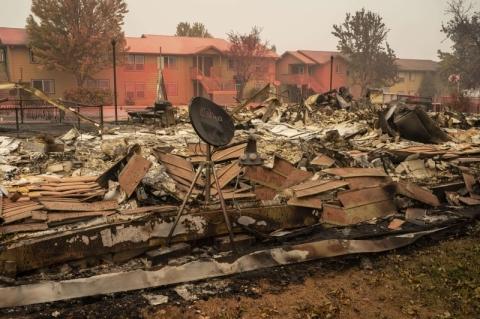 Mortes aumentam na Costa Oeste dos EUA e incêndios viram tema de campanha