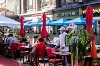 Covid-19: Nova York impõe novas restrições para restaurantes, bares e academias