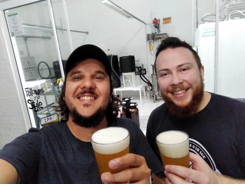 Felipe Knop e Francisco Souza são sócios da Beerlab.Club, clube de assinatura de cerveja