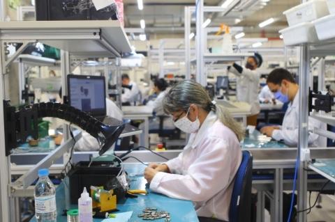 Produção industrial sobe 3,2% em agosto, revela IBGE