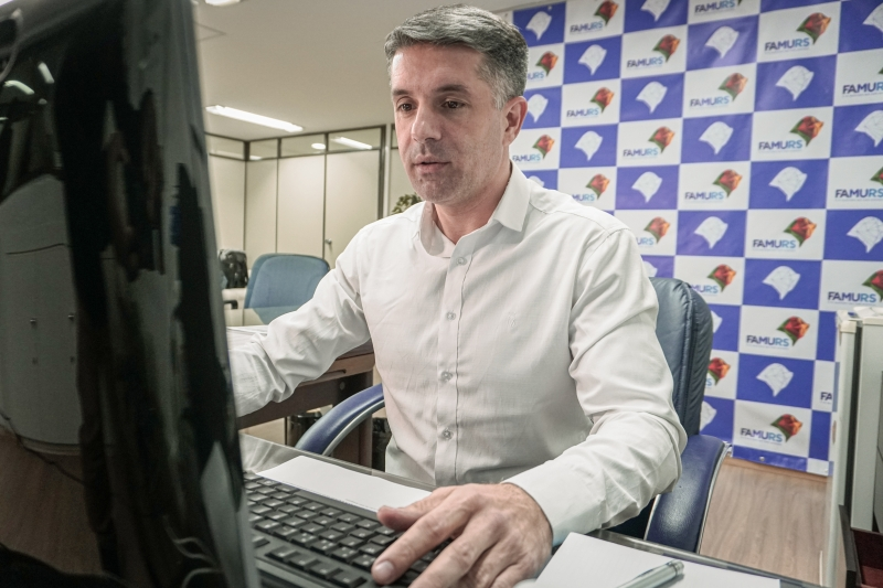 Maneco vai 'cobrar a revisão de alguns pontos do anúncio do governador' Leite