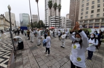 Profissionais do Imesf fazem ato de um ano das demissões em Porto Alegre
