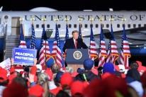 Trump anuncia pacote de US$ 13 bilhões de ajuda a agricultores dos EUA