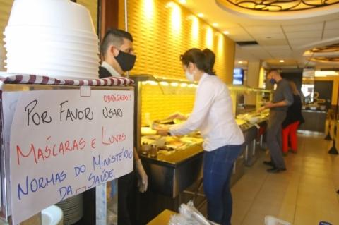 Entidades de bares e restaurantes divergem sobre restrições no RS