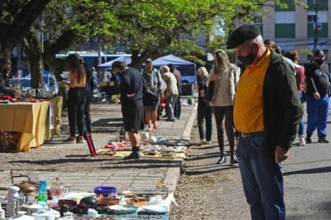 Sol atrai público para o Brique no aniversário da Redenção